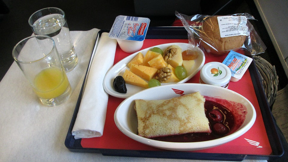 Еда в вагоне ресторане