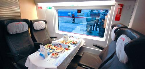 Meal included in ticket price of business class on high-speed train Sapsan